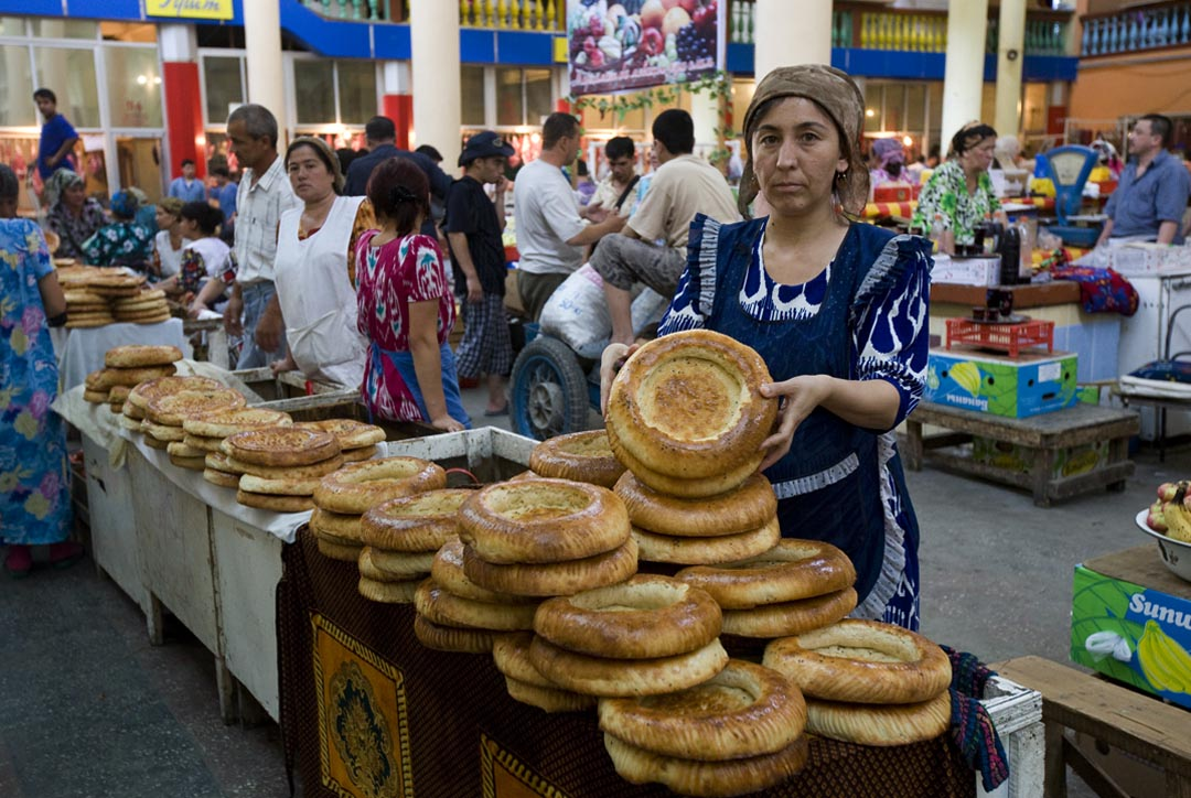 Tajik_woman_selling_bread.jpg